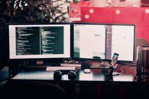 デュアルディスプレイで仕事の効率アップを狙う